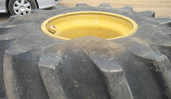 ¿Puede repararse una hernia en un neumático de tractor?