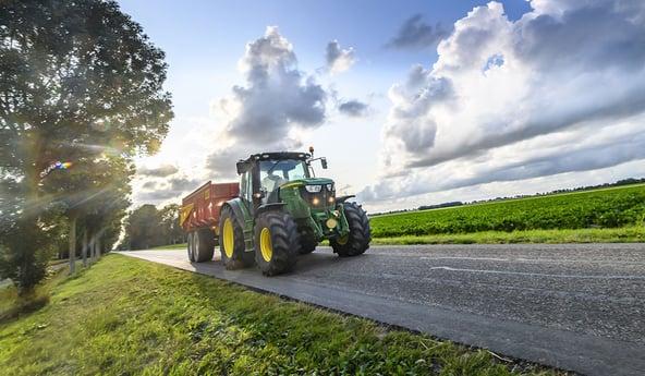 Qué neumáticos agrícolas se adaptan al uso en carretera