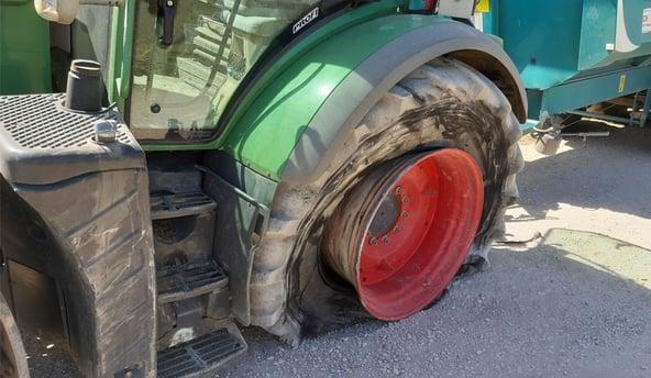 Pinchazo neumático de tractor